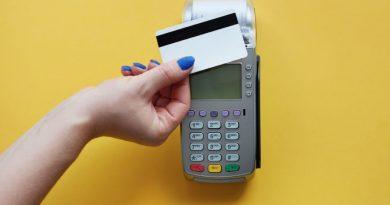 Adquirentes ganham menos com cada transação, mas tentam compensar com volume